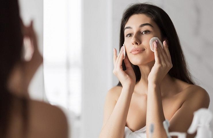 Tem certeza de que você compreender como limpar a maquiagem de seu rosto?